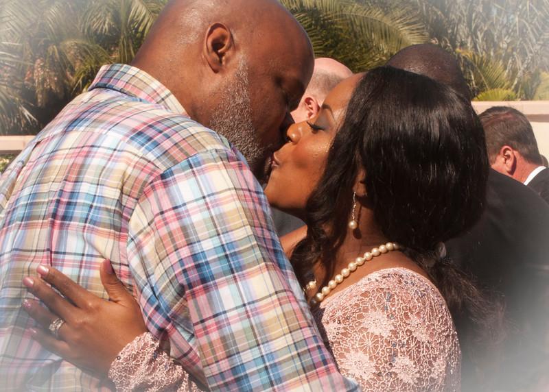220 couple kiss 1 vignette.jpg