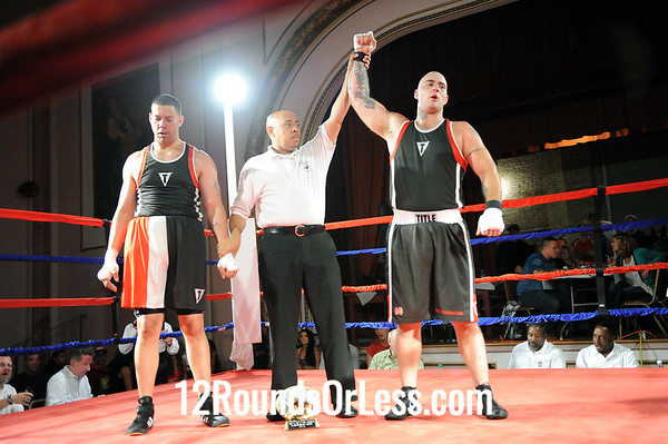 Bout 3 Mike Stull, Foundation Boxing, New castle, PA -vs- Leo Rivera, Rob Berto's BC, Cleveland, Sub-Novice, Heavyweight