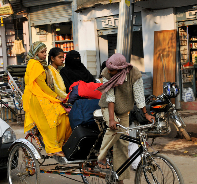 _DSC3312_girls_rickshaw.jpg