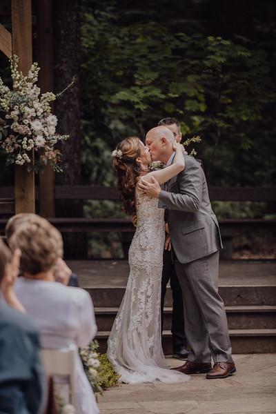 2018-05-12_ROEDER_JulieSeth_Wedding_ROEDER2_0047.jpg