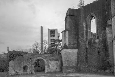 L'église et la cimenterie