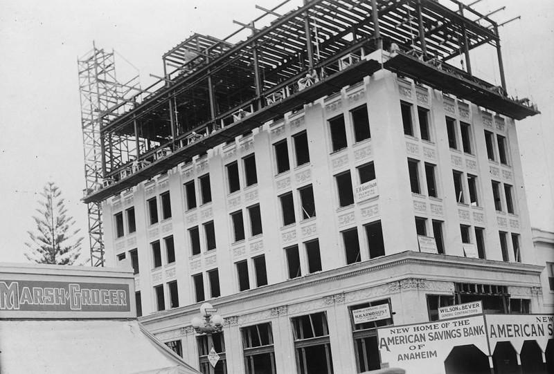 Anaheim-ConstructionOfKraemerBuilding-1924.jpg