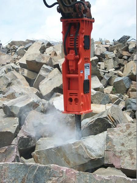NPK GH10 hydraulic hammer on Case excavator  (10).JPG