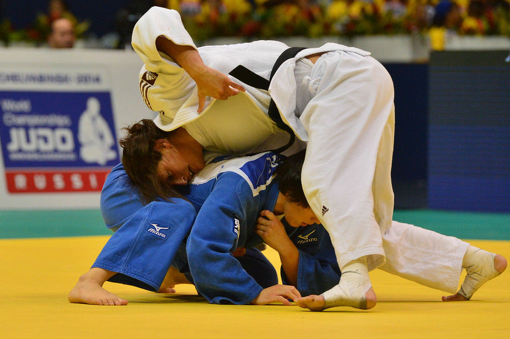 . Israel\'s Yarden Gerbi (white) competes against Japan\'s Kana Abe in a women\'s -63kg category semifinal, during the IJF World Judo Championship in Rio de Janeiro, Brazil, on August 29, 2013. YASUYOSHI CHIBA/AFP/Getty Images