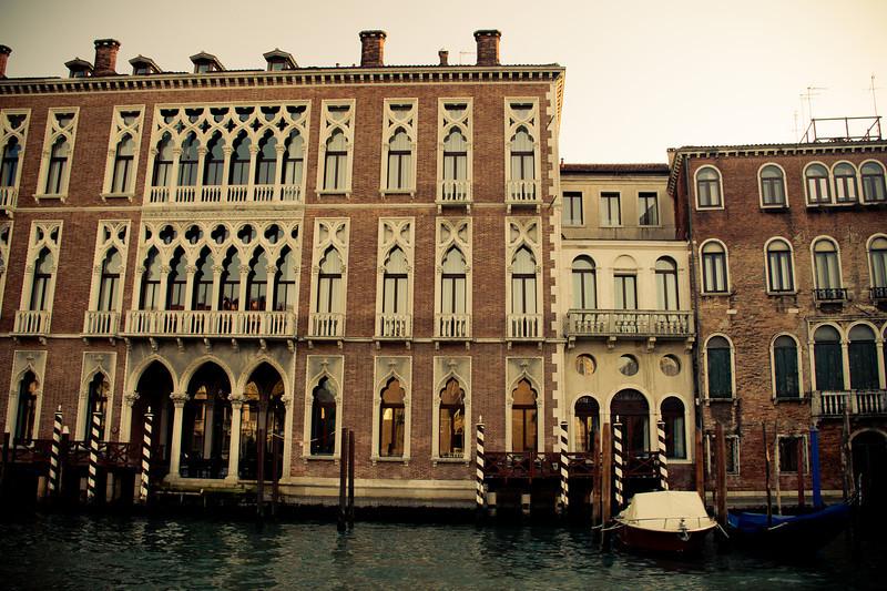 venice gondola-2.jpg