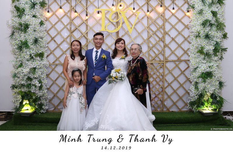 Trung-Vy-wedding-instant-print-photo-booth-Chup-anh-in-hinh-lay-lien-Tiec-cuoi-WefieBox-Photobooth-Vietnam-036.jpg