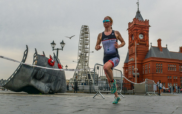 Cardiff Triathlon - Run Pictures by the Senedd