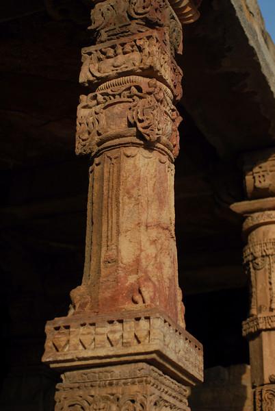 qutob minar temple column 4.jpg