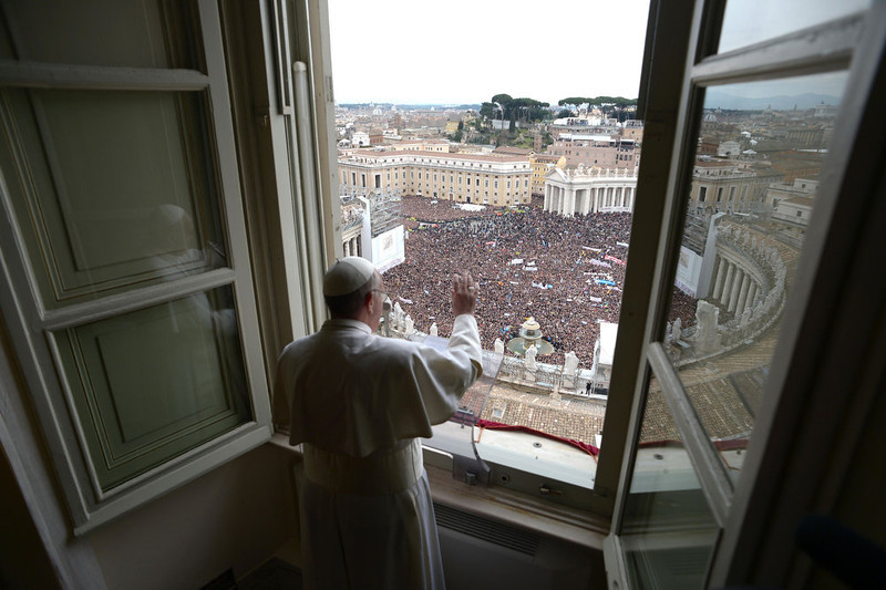 . Newly elected Pope Francis appears at the window of his future private apartment to bless the faithful, gathered below in St. Peter\'s Square, during the Sunday Angelus prayer at the Vatican March 17, 2013.      REUTERS/Osservatore Romano