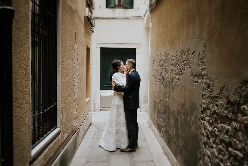 Tu-Nguyen-Destination-Wedding-Photographer-Elopement-Venice-Italy-Europe-w27.jpg