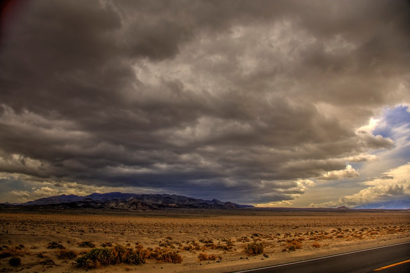 Storm-brewing-owens-Valley-CA-Beechnut-Photos-rjduff.jpg