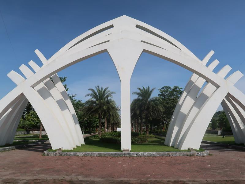 IMG_3563-ha-long-flower-park-enrance.JPG