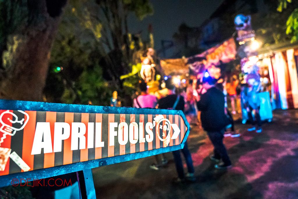 Halloween Horror Nights 7 - Happy Horror Days scare zone / April Fool's Day sign