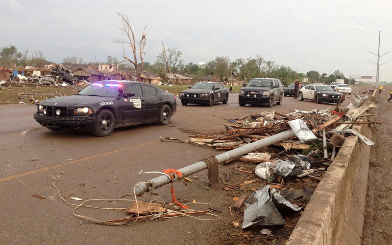 . Law enforcement officials arrive on the scene after a huge tornado struck Moore, Oklahoma, near Oklahoma City, May 20, 2013.  The powerful tornado that struck the town of Moore, Oklahoma, on Monday was given a preliminary rating of at least EF4, or the second highest strength level, with winds of up to 200 miles per hour (321 kph), a U.S. government agency said.  REUTERS/Richard Rowe