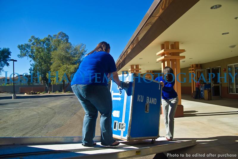 12.29.2008 Unloading the Truck (37).jpg