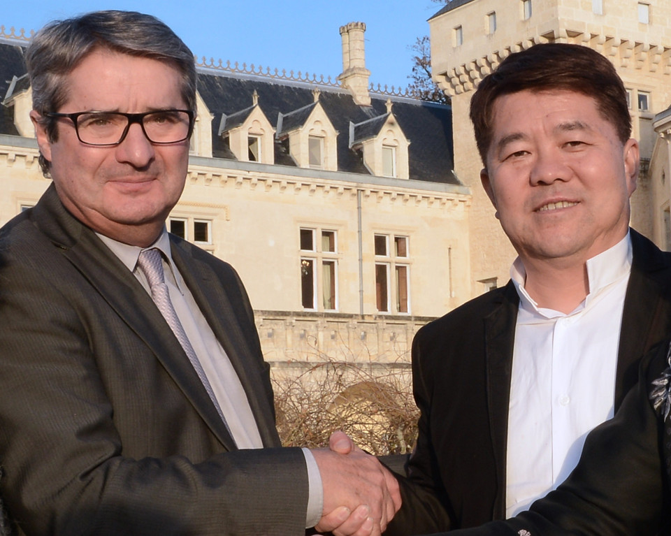 . Chinese billionaire Lam Kok (R) shakes hands with the French former owner of the Chateau de La Riviere, James Gregoire (L) in front of the castle in La Riviere, on December 20, 2013.  This photograph was taken less than an hour before the crash. AFP PHOTO / MEHDI  FEDOUACH/AFP/Getty Images