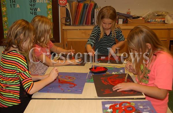 11-19-15 NEWS Ayersville Students Work on Backdrop