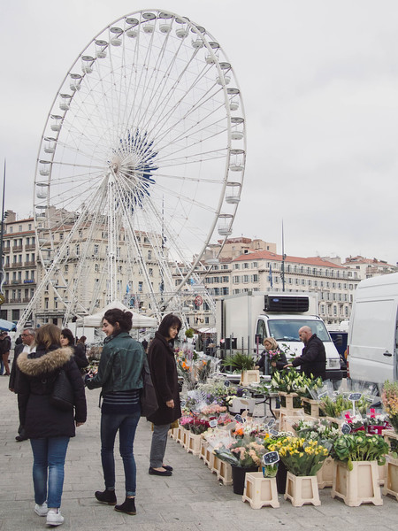 marseille flower market with people 2.jpg