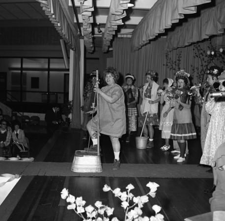 Troy Womens Club Fashion Show (1973)