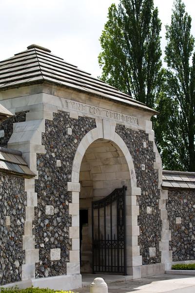 Ypres Tyne Cot Cemetery (14 of 123).jpg