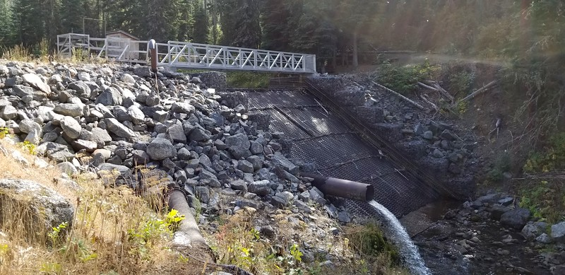 The diversion dam partway up the trail