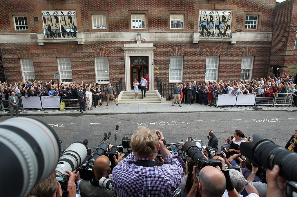 . Prince William, Duke of Cambridge and Catherine, Duchess of Cambridge, depart The Lindo Wing with their newborn son at St Mary\'s Hospital on July 23, 2013 in London, England. The Duchess of Cambridge yesterday gave birth to a boy at 16.24 BST and weighing 8lb 6oz, with Prince William at her side. The baby, as yet unnamed, is third in line to the throne and becomes the Prince of Cambridge.  (Photo by Chris Jackson/Getty Images)