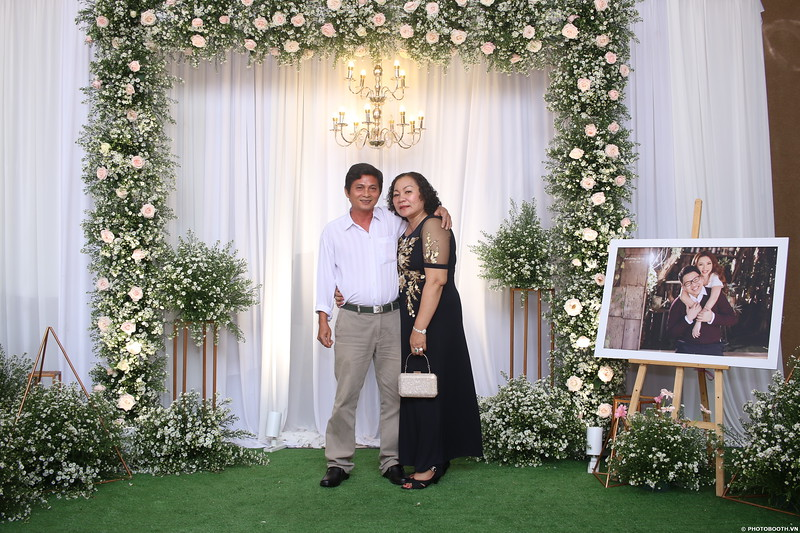 Vy-Cuong-wedding-instant-print-photo-booth-in-Bien-Hoa-Chup-hinh-lay-lien-Tiec-cuoi-tai-Bien-Hoa-WefieBox-Photobooth-Vietnam-135.jpg