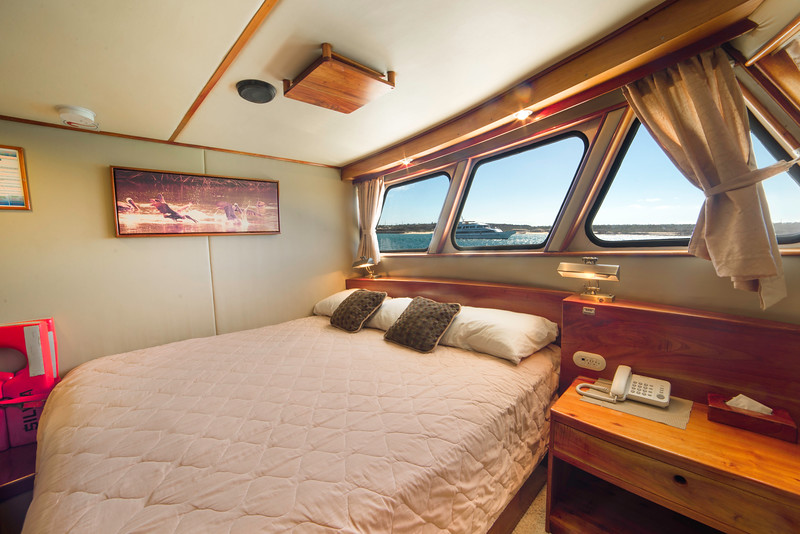 reina-silvia-double-cabin.jpg