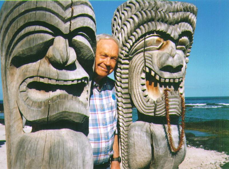 Wayne at Pu'uhonua O Honaunau nr. Kona, Hawai'i, April 1997,   936x692. Kona, Hawai'i  .jpg