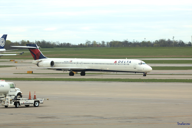 McDonnell Douglas MD-90-30