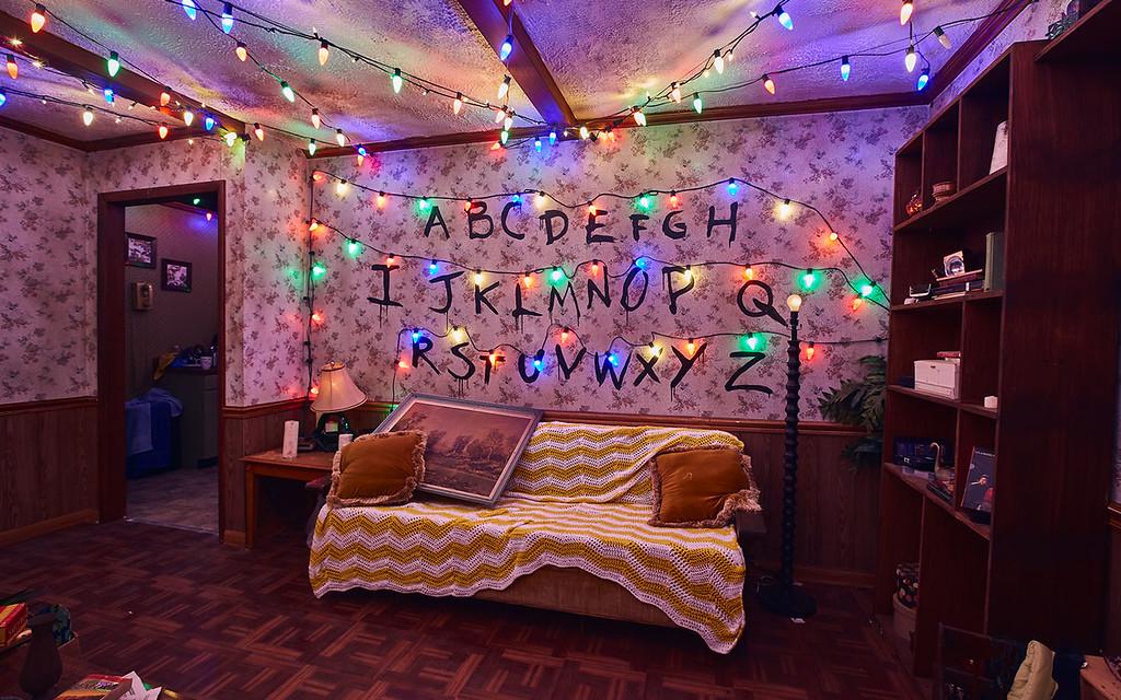 Universal Studios Singapore Halloween Horror Nights 8 Before Dark update - STRANGER THINGS haunted house / Byers Home Iconic Christmas Lights