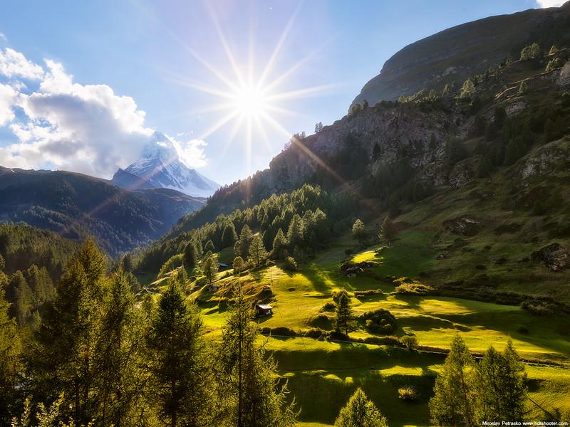 Sunny-moment-at-Matterhorn-1600x1200.jpg