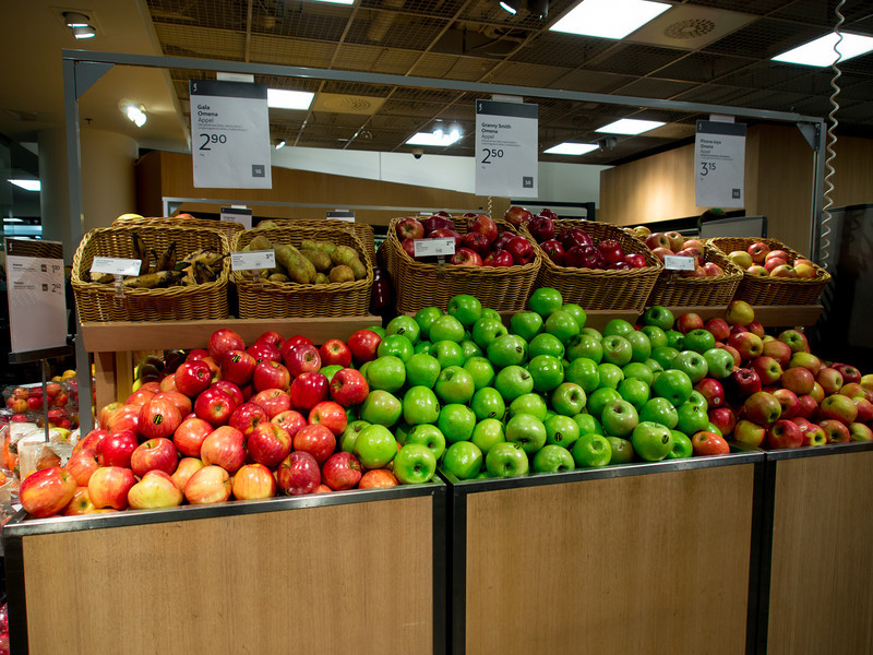 helsink stockmann apples.jpg