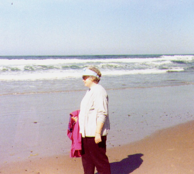 Bonnie @ the beach, Oregon Coast, 1991 .jpg