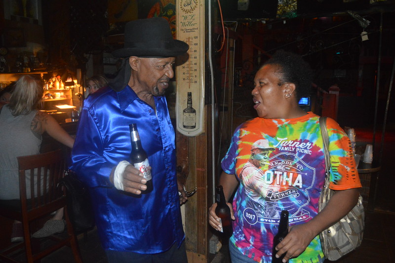 161 Guitar Lightning Lee & Sherena Boyce.JPG