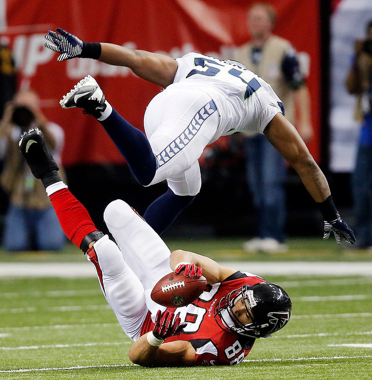 . Atlanta Falcons tight end Tony Gonzalez (88) makes the catch under Seattle Seahawks middle linebacker Bobby Wagner (54) during the second half of an NFC divisional playoff NFL football game Sunday, Jan. 13, 2013, in Atlanta. (AP Photo/John Bazemore)