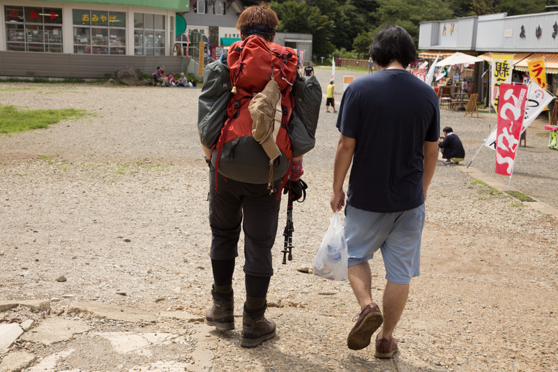 Japanese like being well equipped, equally true when hiking. Or not? Two different approaches between these two friends.