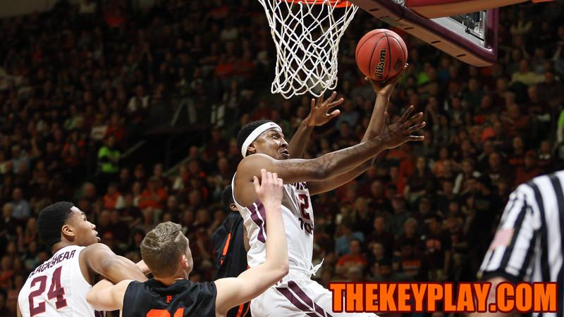 Zach Leday drives to the basket for a layup. (Mark Umansky/TheKeyPlay.com)