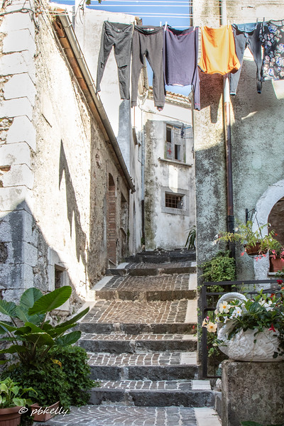 A well utilized alley in Fornelli.