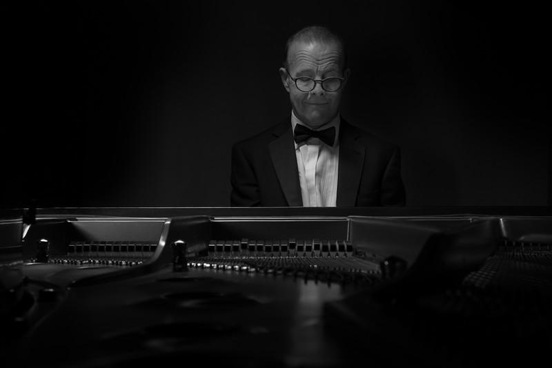 pete-pianist-fujifilm-x-pro1-1.jpg