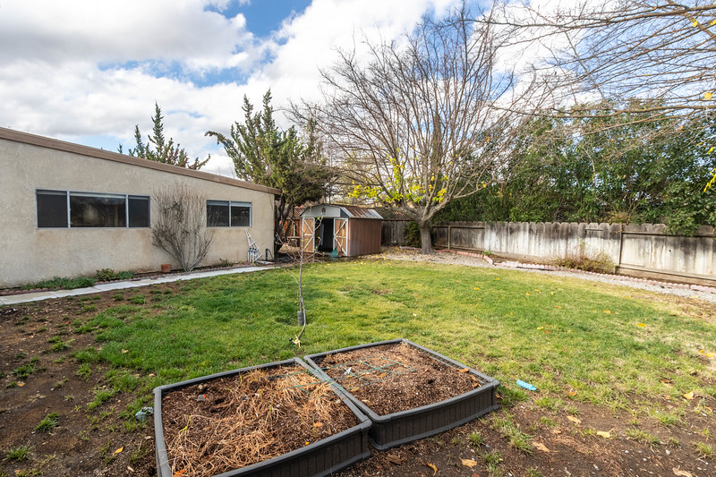 1728 Westfield 24 Backyard.jpg