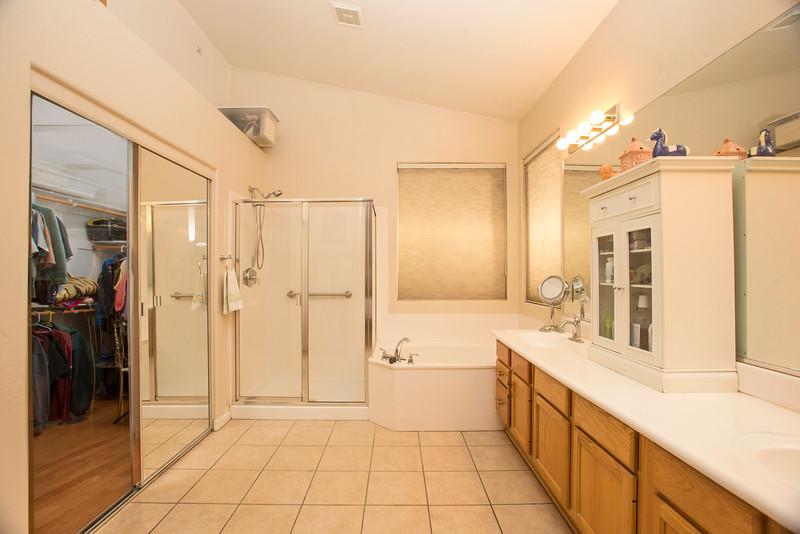 Main bathroom1.jpg