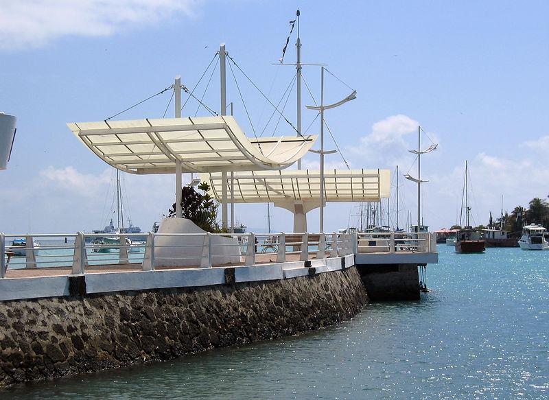 Main dock at Puerto Ayora   (Dec 11, 2005, 10:29am)