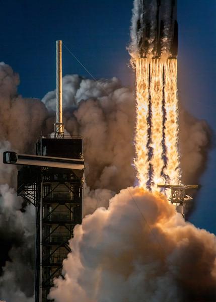 WS-Falcon Heavy Arabsat engine-9280-Edit.jpeg