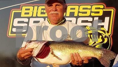 1057-wins-fork-big-bass-splash