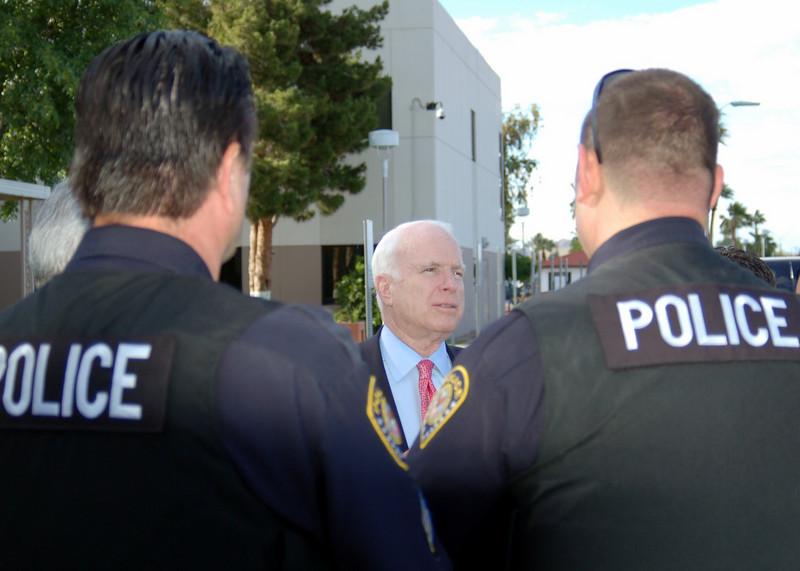 Sen McCain PVAHCS Visit 5-1-2010 5-31-30 PM.JPG
