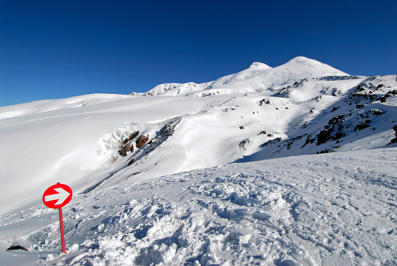 080502 1733 Russia - Mount Elbruce - Day 2 Trip to 15000 feet _E _I ~E ~L.JPG