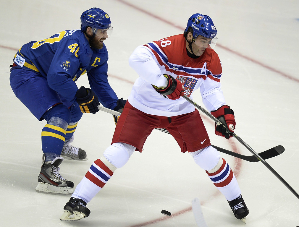 . Czech Republic\'s Jaromir Jagr (R) vies with Sweden\'s Henrik Zetterberg during the Men\'s Ice Hockey Group B match Czech Republic vs Sweden at the Bolshoy Ice Dome on February 12, 2014 at the Sochi Winter Olympics in Sochi.   ALEXANDER NEMENOV/AFP/Getty Images