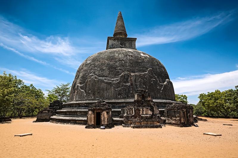 Kiri Vihara - ancient buddhist dagoba (stupa)