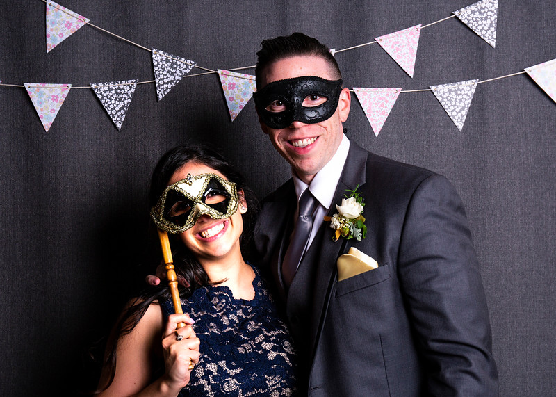 Montreal_Wedding_Photographer_Lindsay_Muciy_Photography+Video_M&E_PHOTOBOOTH_9.jpg